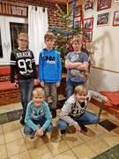 Bilder-von-Jacob-Jugendliche-unterm-Tannenbaum-20200308-152938